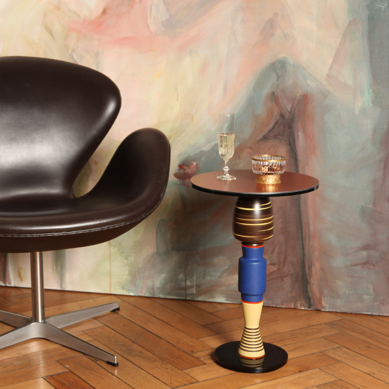 """Timeless side table made of """"vintage"""" vases. Stable construction made of metal and flexible components inside. Additional weight in the base. Tabletop: Alu-Dibond - Butlerfinish copper - replaceable."""